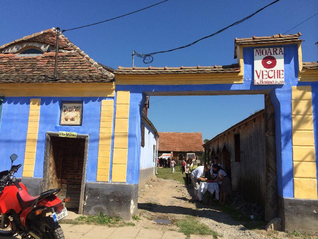 Intrarea in Moara Veche