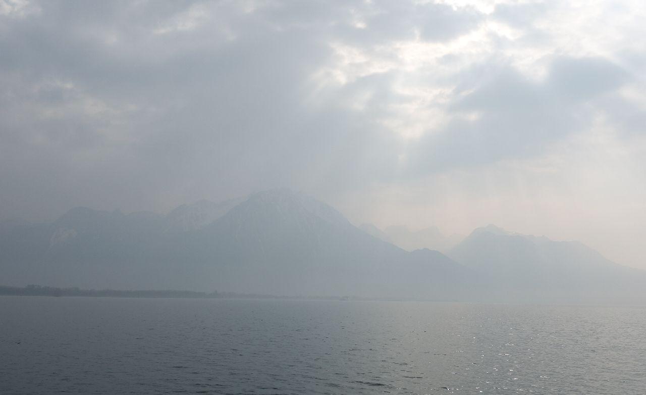 Raze de soare peste Muntii Alpi