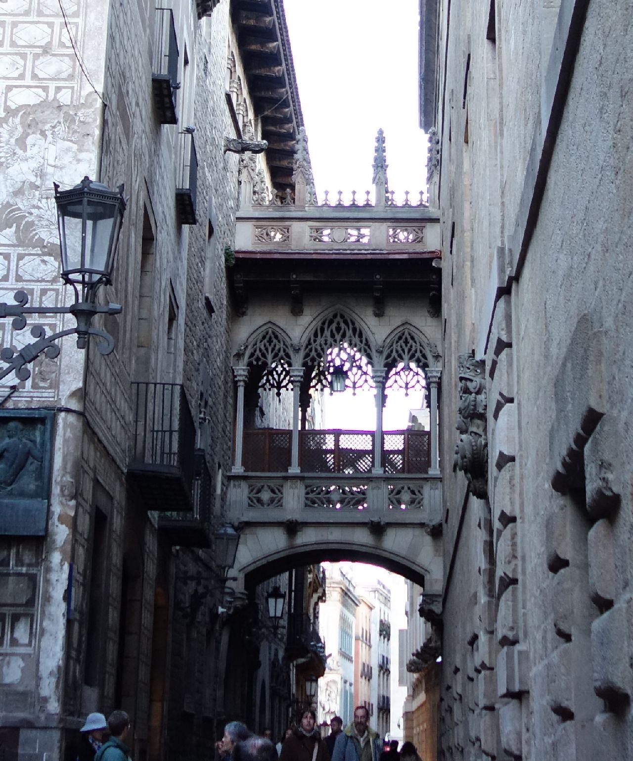 Podul Gotic de pe Carrer del Bisbe
