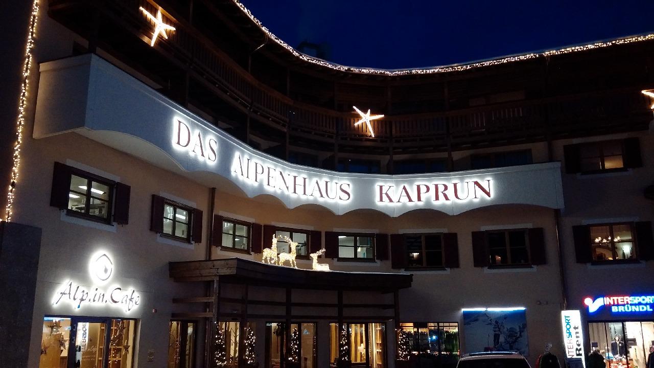 Posibilitati de cazare chiar in centrul Kaprunului