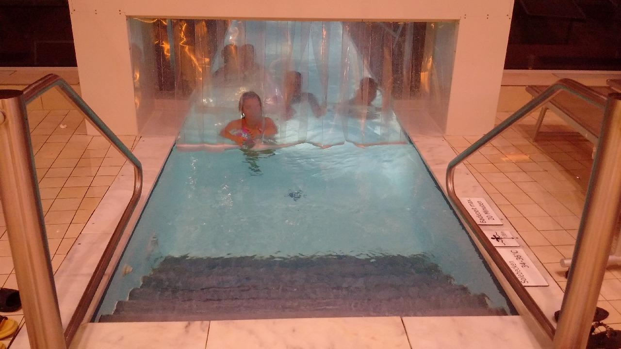 Locul de acces catre piscinele exterioare