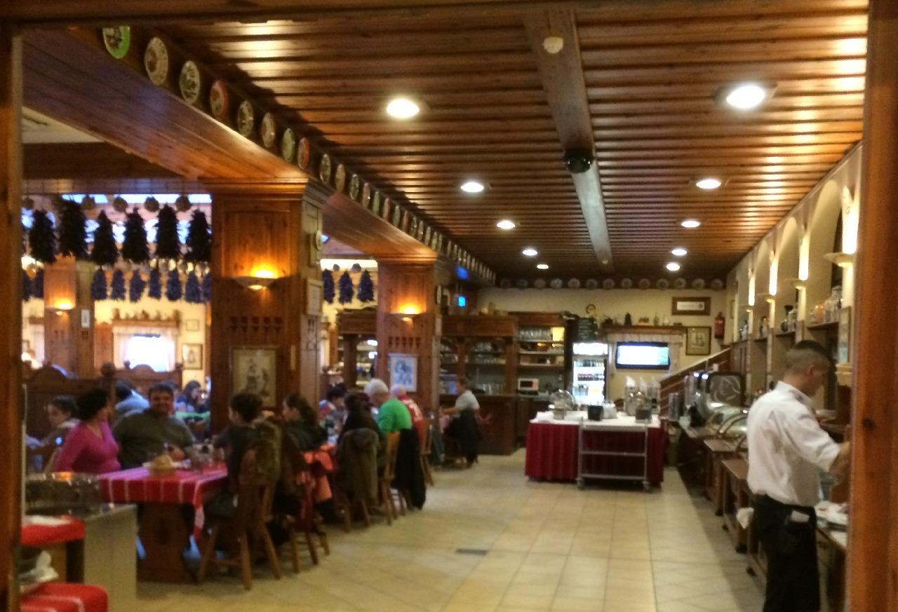 Una din salile restaurantului Paprika