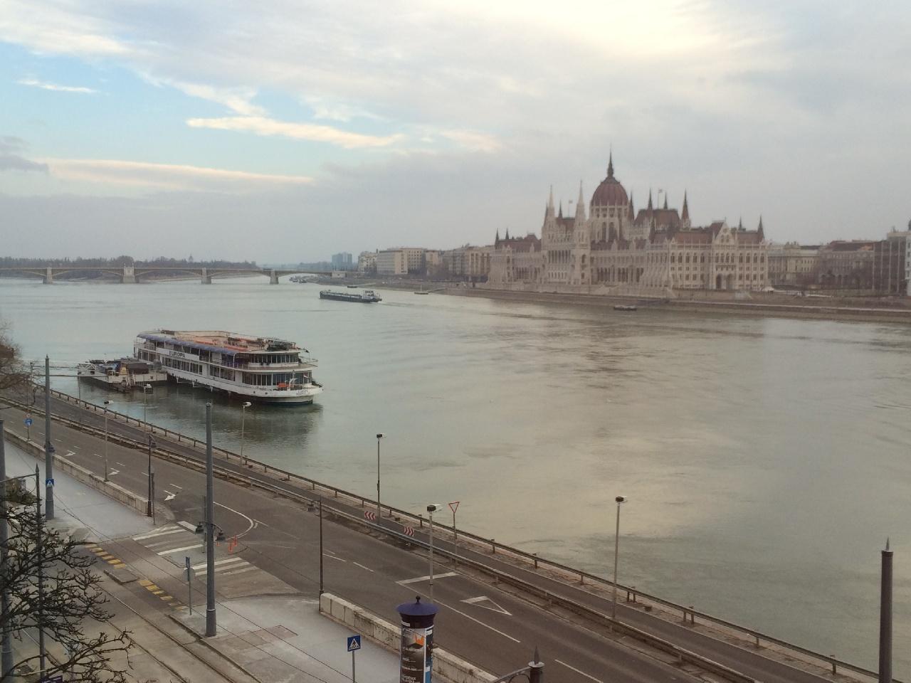 Palatul Parlamentului Ungar (dimineata)