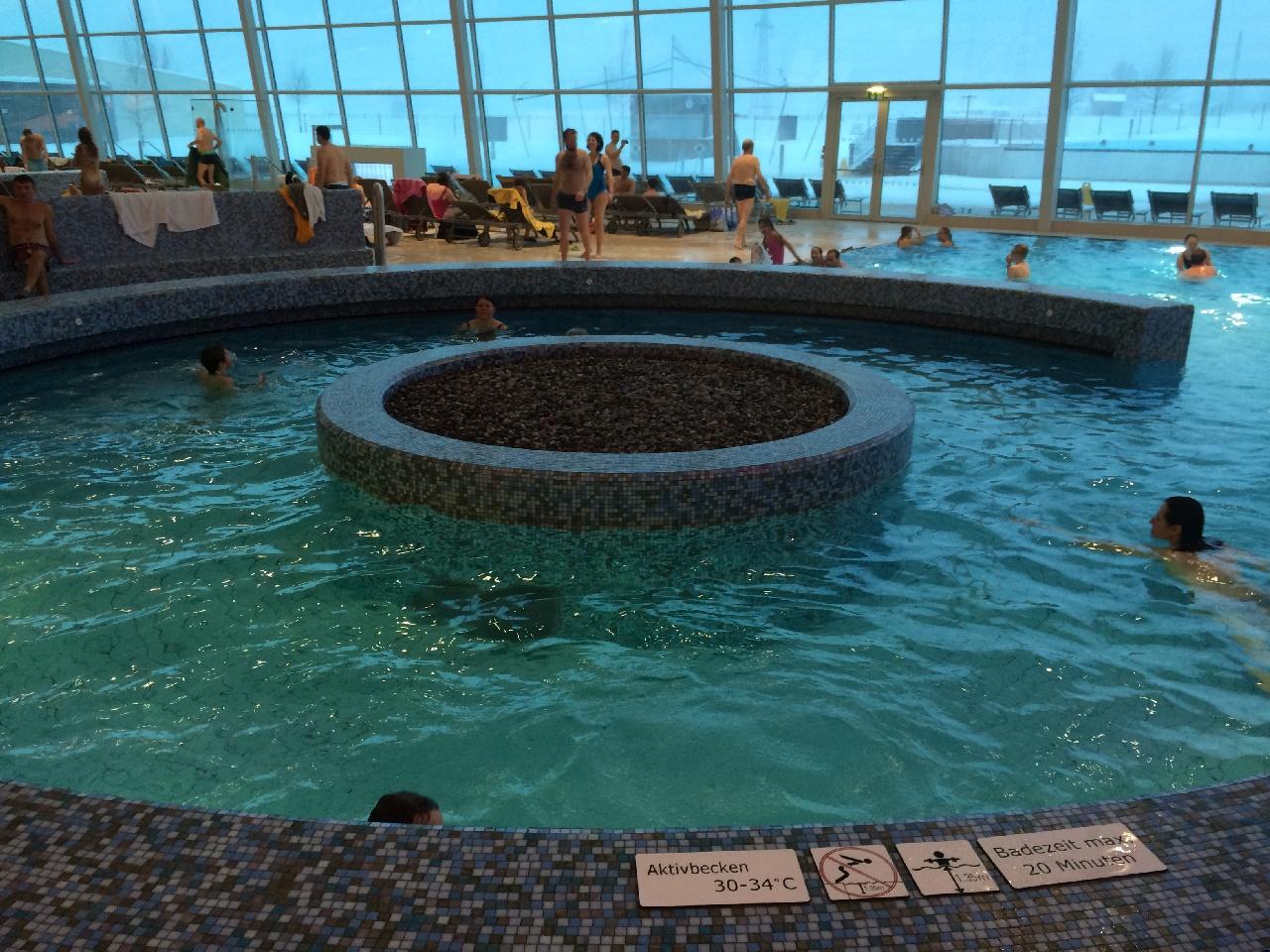 Temperatura apei din piscina cu curenti circulari