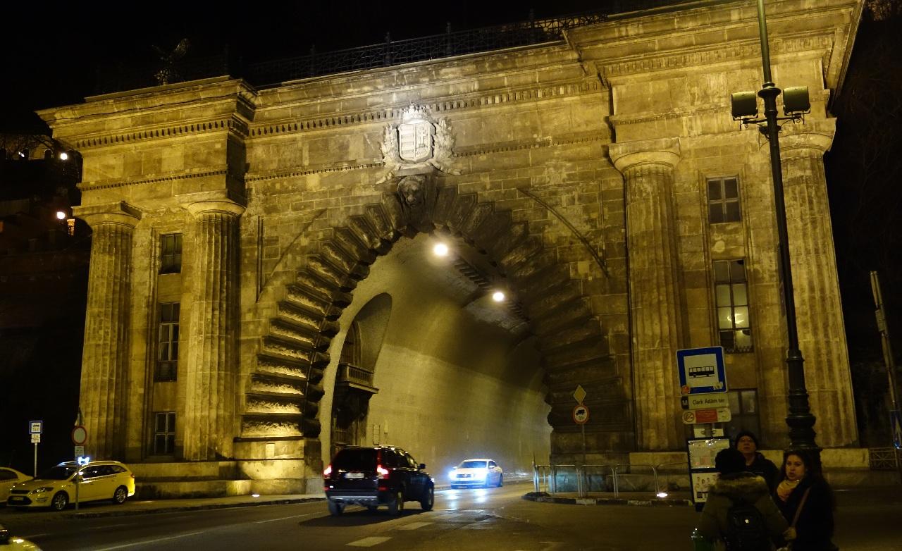 Tunelul de sub dealul Castelului Buda
