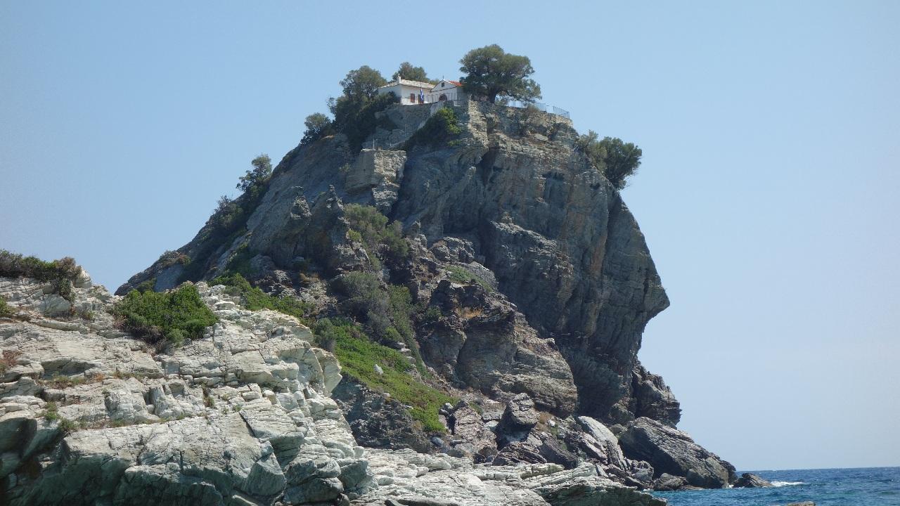 "Capela Ag. Ioannis din Skopelos, vedeta filmului ""Mamma Mia!"" (2008)"