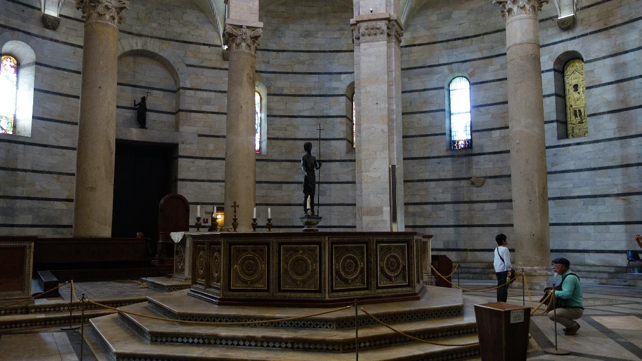 Interior Baptisteriu
