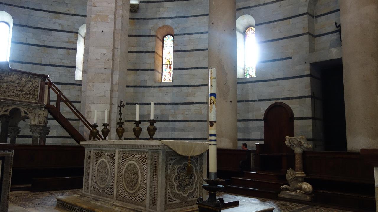 Detalii Baptisteriu