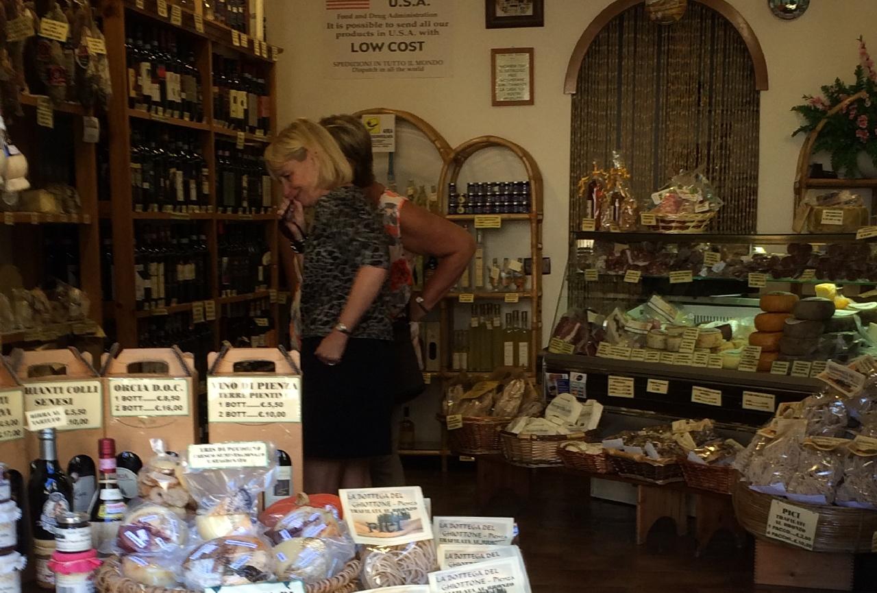 Magazin cu produse specifice Toscanei