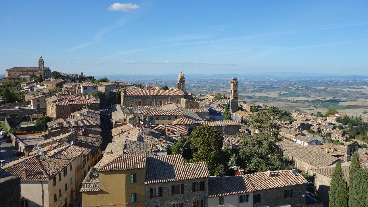 Montalcino si al sau Turn cu Ceas