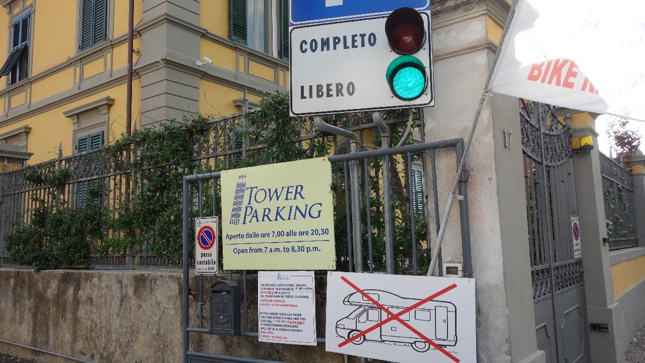 Parcarea de pe Via ANDREA PISANO 17