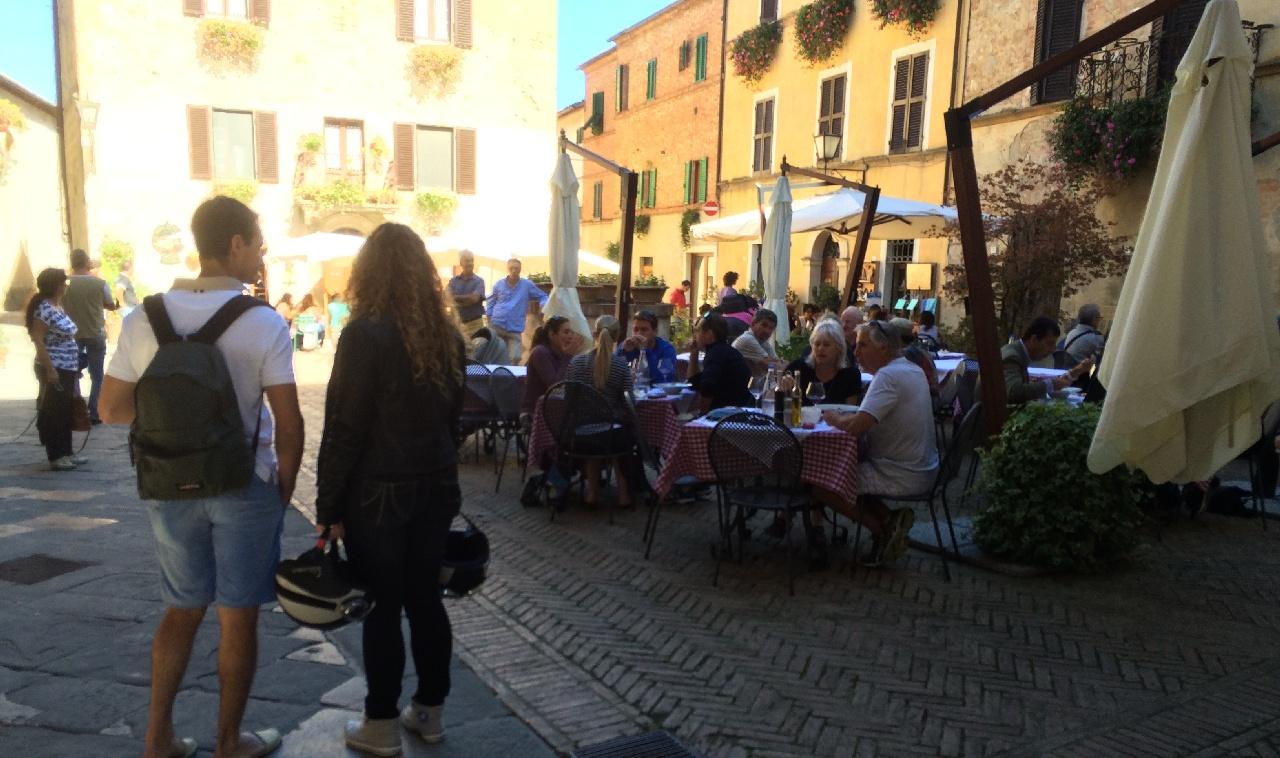 Piazzettele din Pienza erau pline de turisti