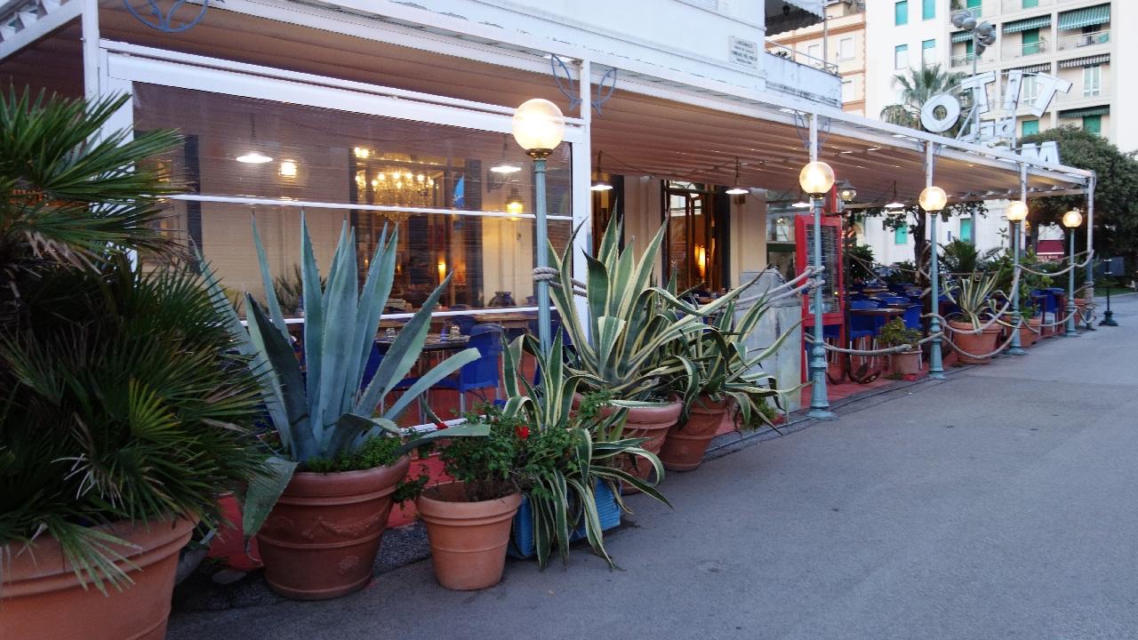 Restaurant langa plaja din Viareggio