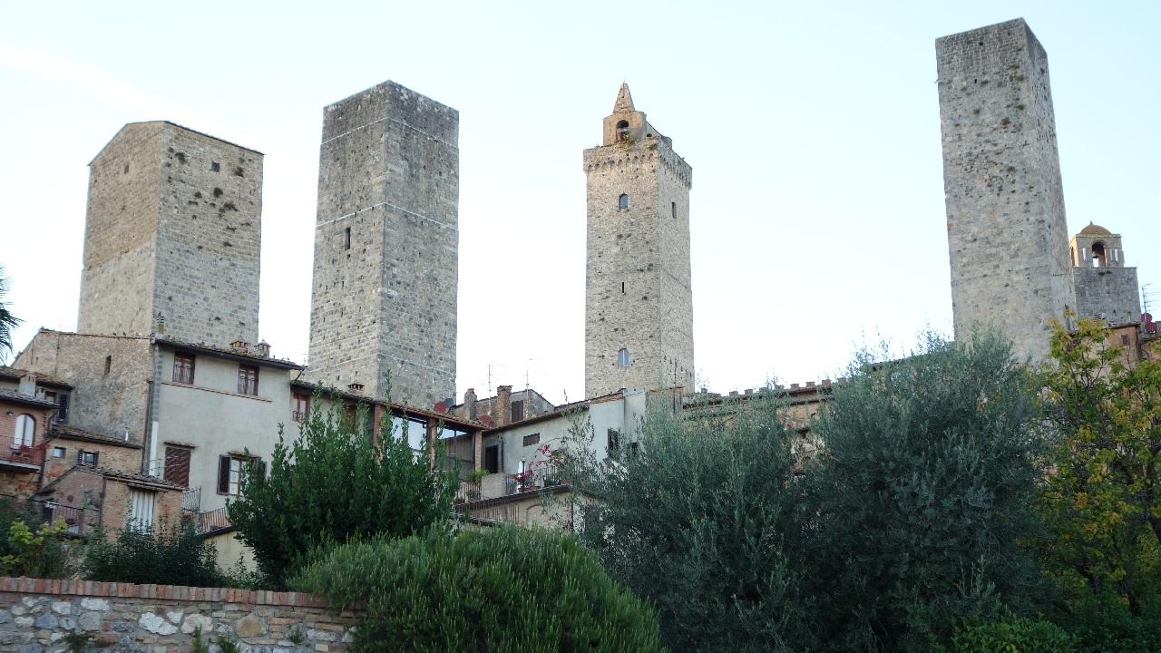 "San Gimignano, ""Manhattan-ul Medieval al Toscanei"""