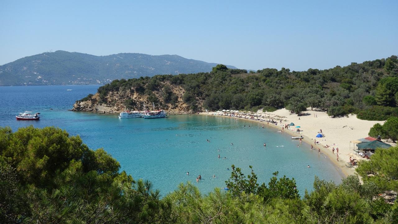 Una dintre cele mai frumoase plaje din Grecia, Tsougria Beach