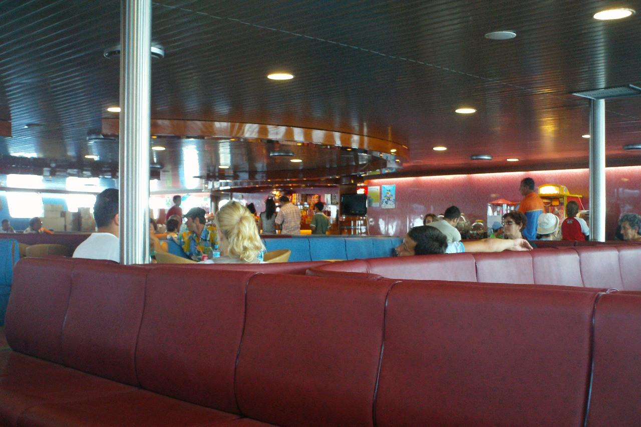 Spatiul inchis de pe ferry