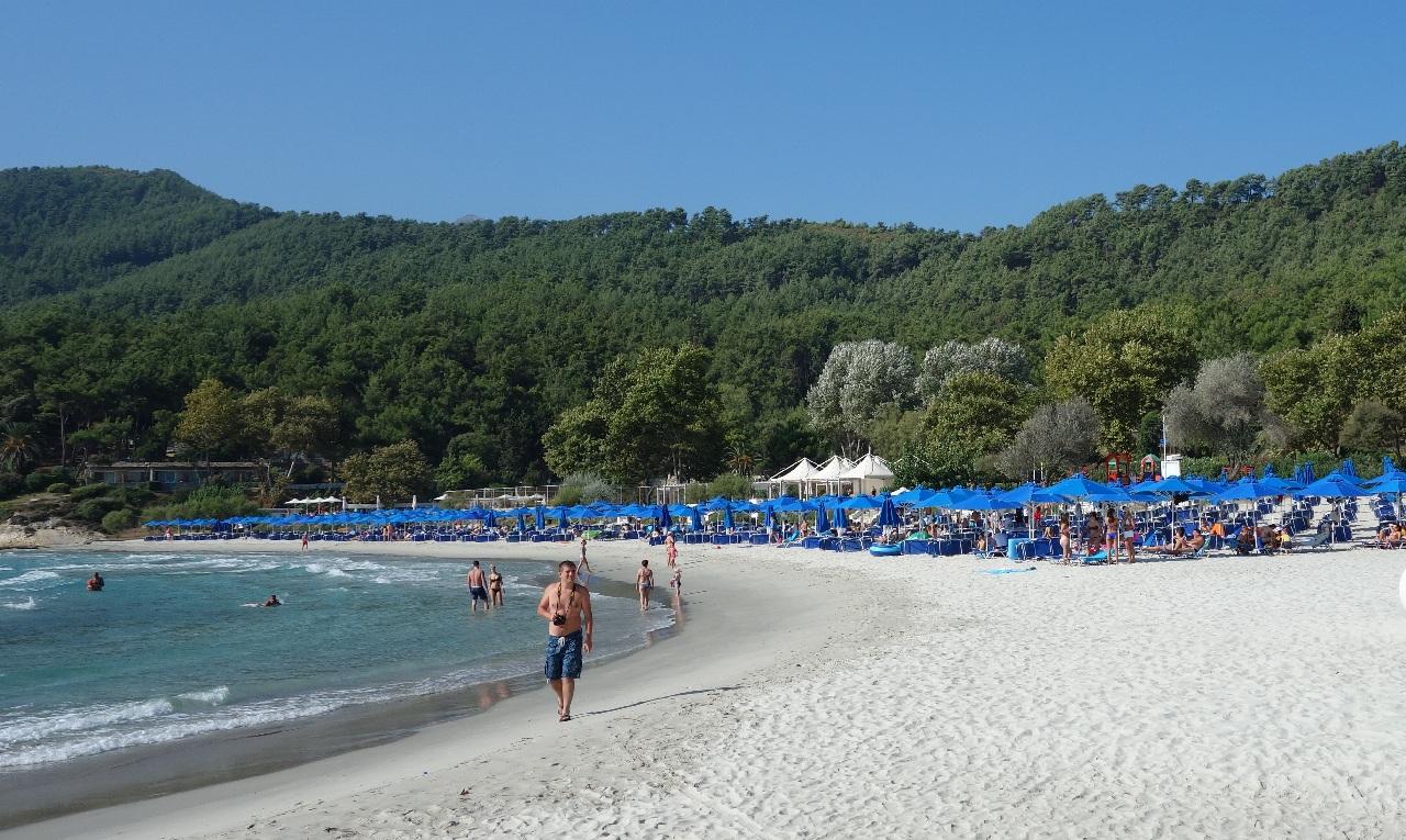 Plaja privata a Resortului Makryammos
