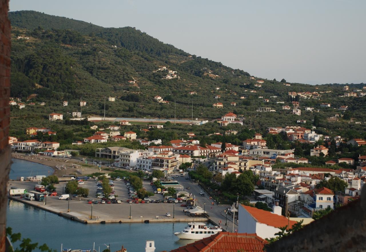 Fereastra catre centrul orasului Skopelos