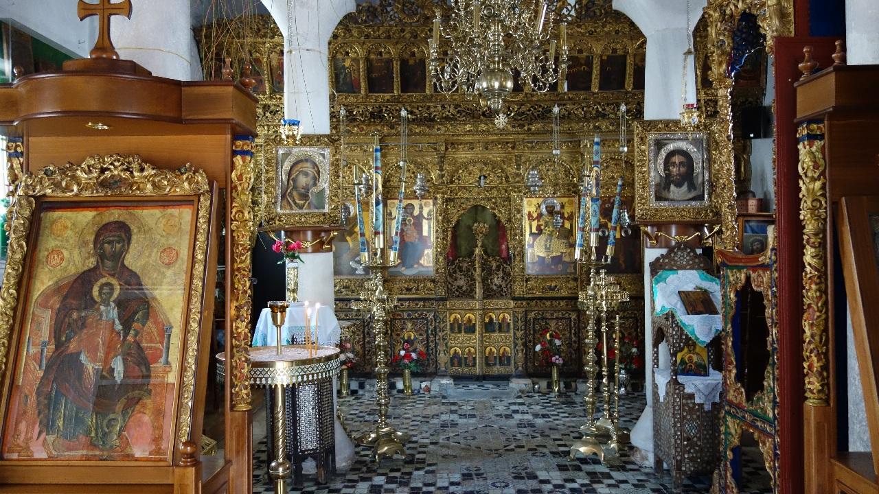 Interior biserica Evanghelistria