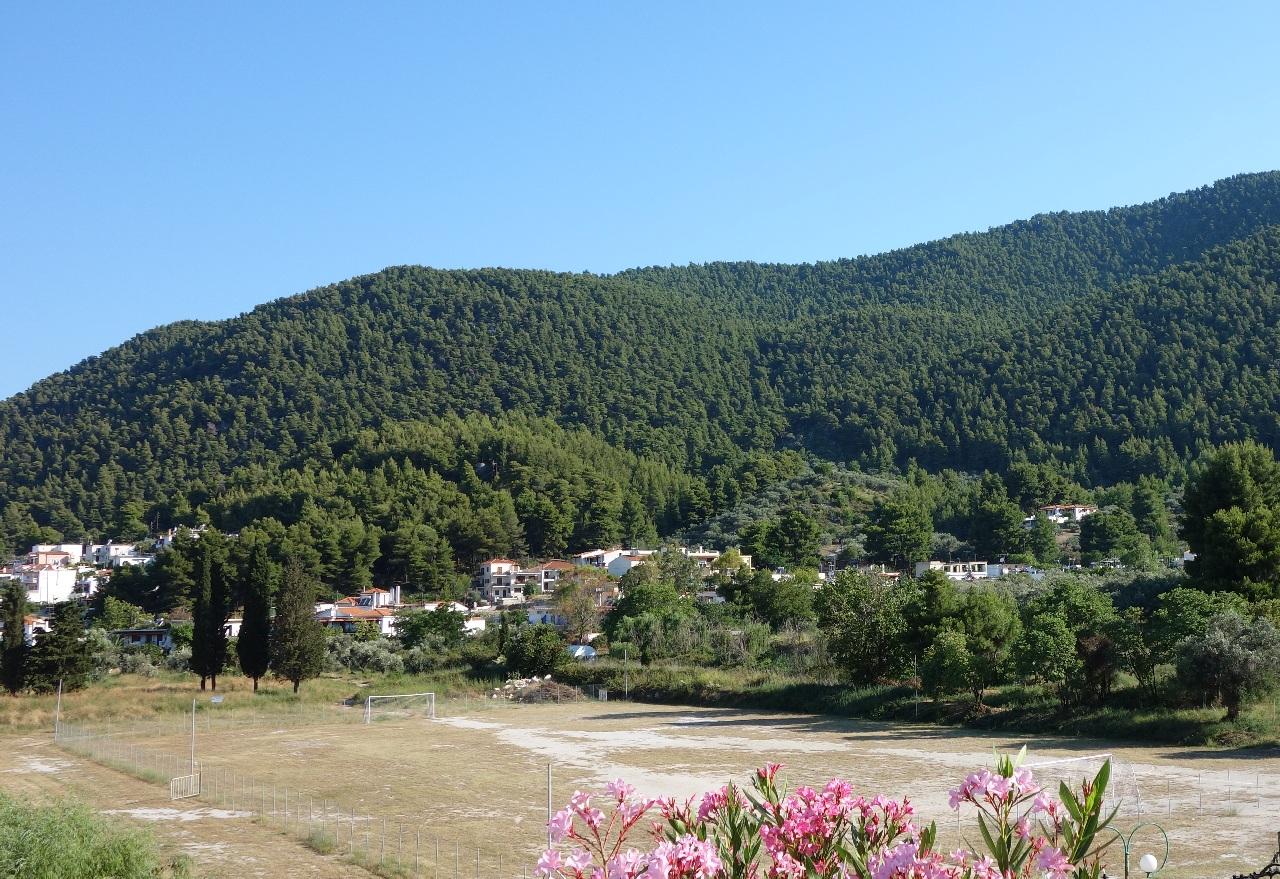Imaginea primei noastre dimineti in Skopelos, surprinsa de pe terasa apartamentului unde am fost cazati
