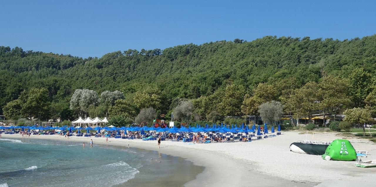 Resortul Makryammos, cu al sau restaurant in plan secund