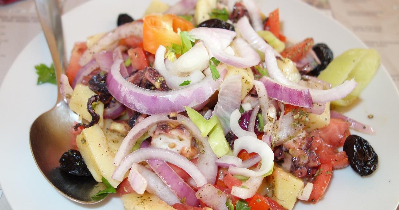 Salata de fructe de mare - Taverna Alfas