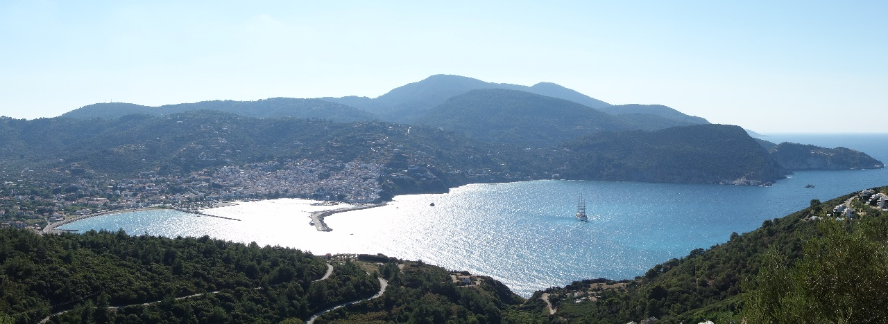 Imagine panoramica a orasului Skopelos