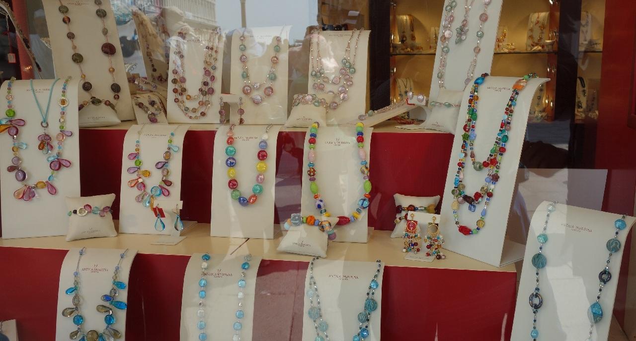 Bijuterii confectionate din sticla de Murano