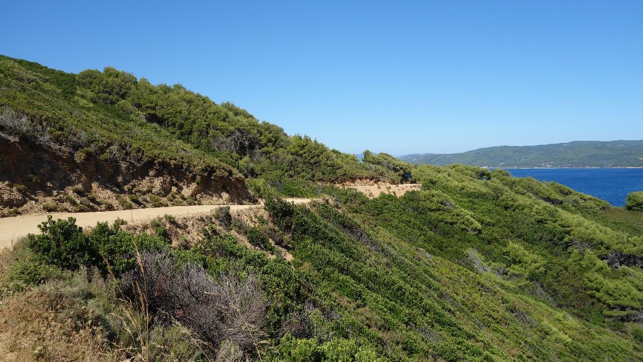 Drumul spre Mandraki Beach