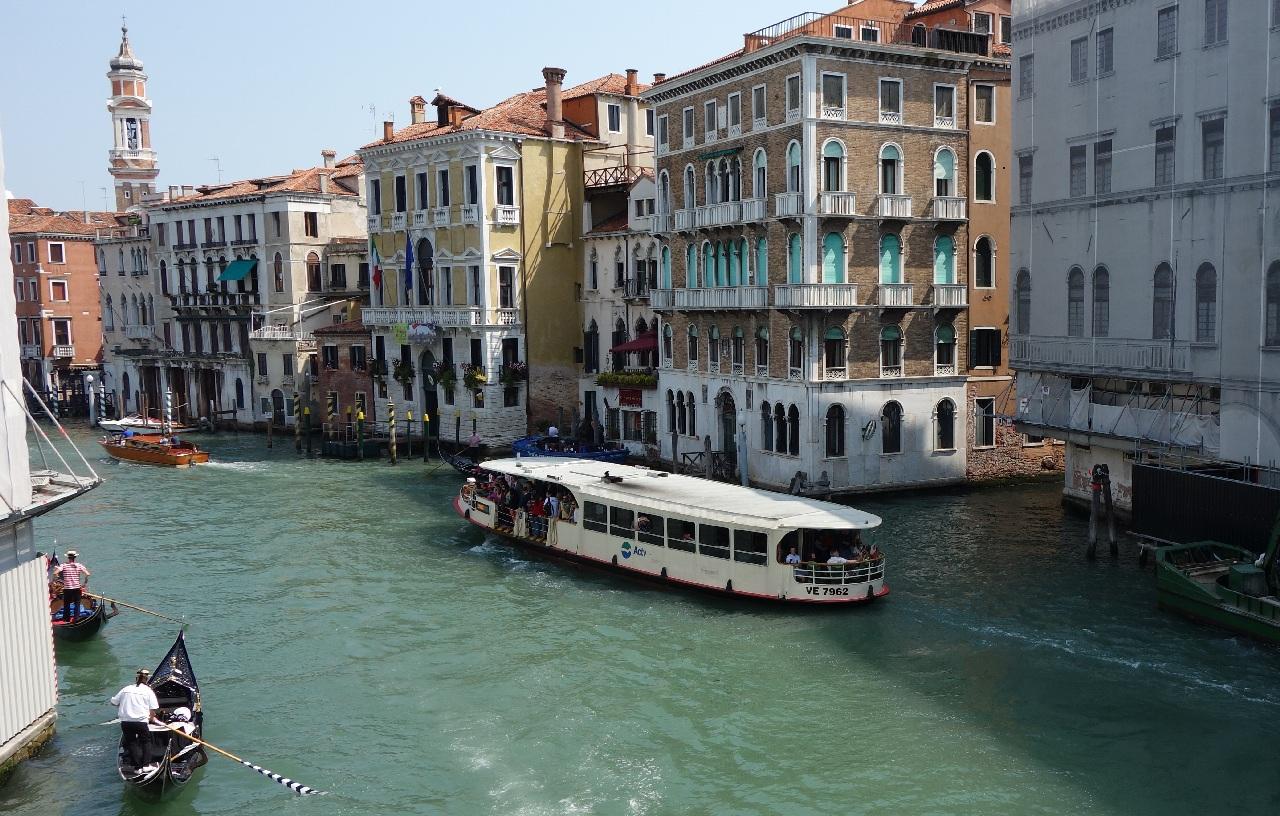 """Vaporetto - """"autobuzul"""" oficial al Venetiei"""