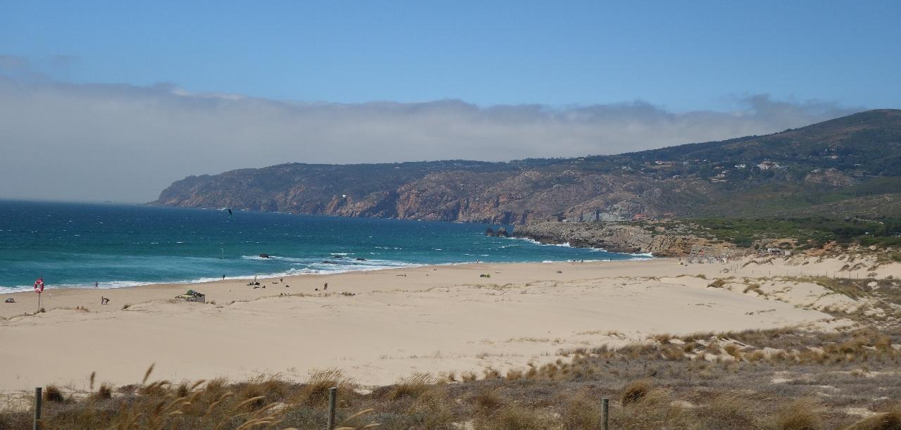 Una din plajele portugheze de pe coasta Atlanticului