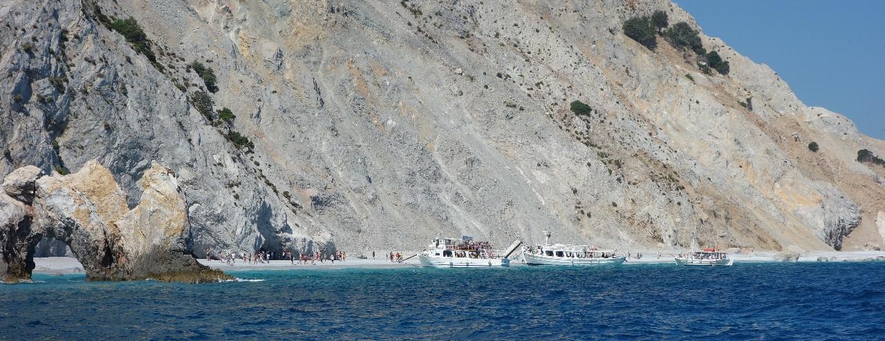 Lalaria Beach, vazuta de pe mare