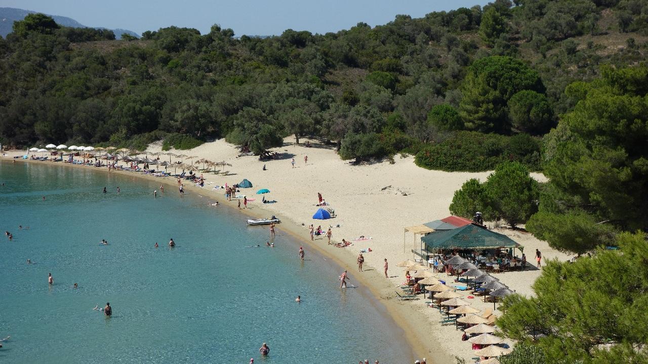 Una din plajele de pe insula Tsougria