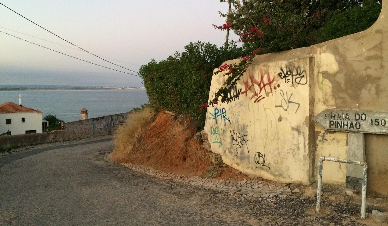 Drumul spre Praia do Pinhao