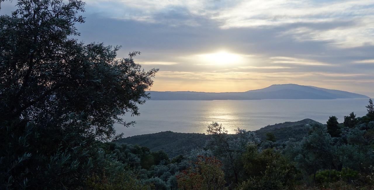 Apus de soare in Skiathos, surprins in apropiere de Kastro