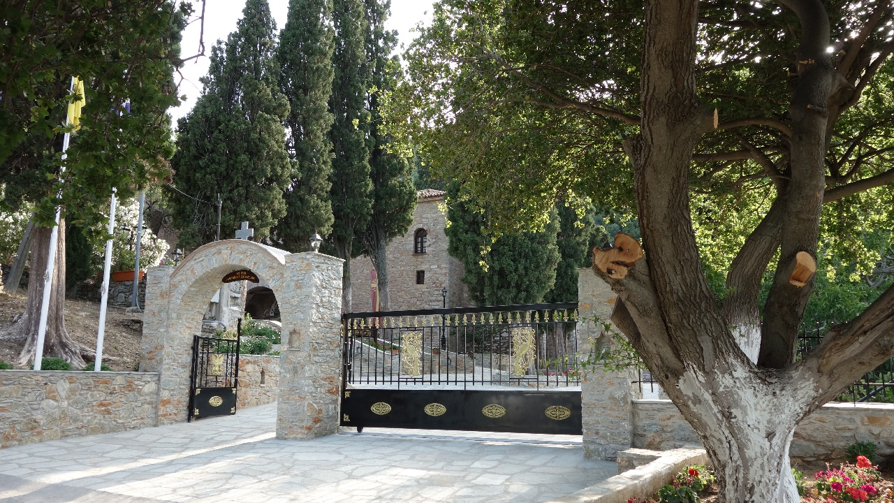 Intrarea in Manastire