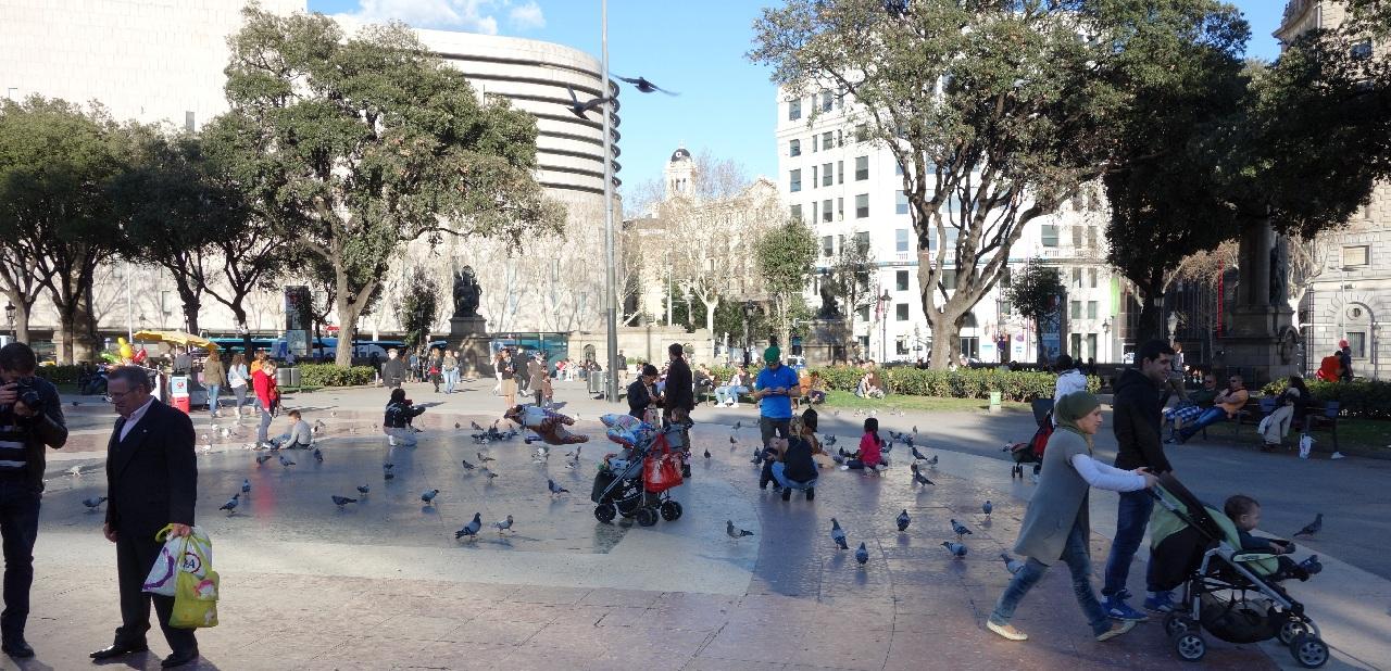 Plaça Catalunya - punctul de pornire al rutelor turistice