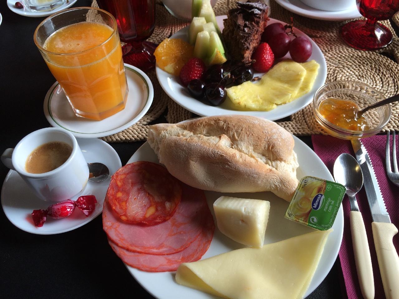 """Breakfast """"a la Residence Inn Lagos"""""""