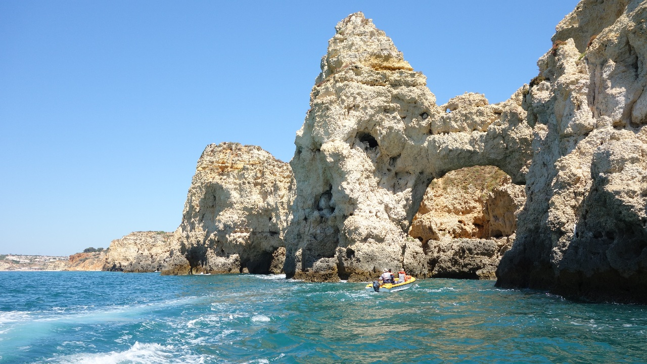 Stanci si grote in Algarve
