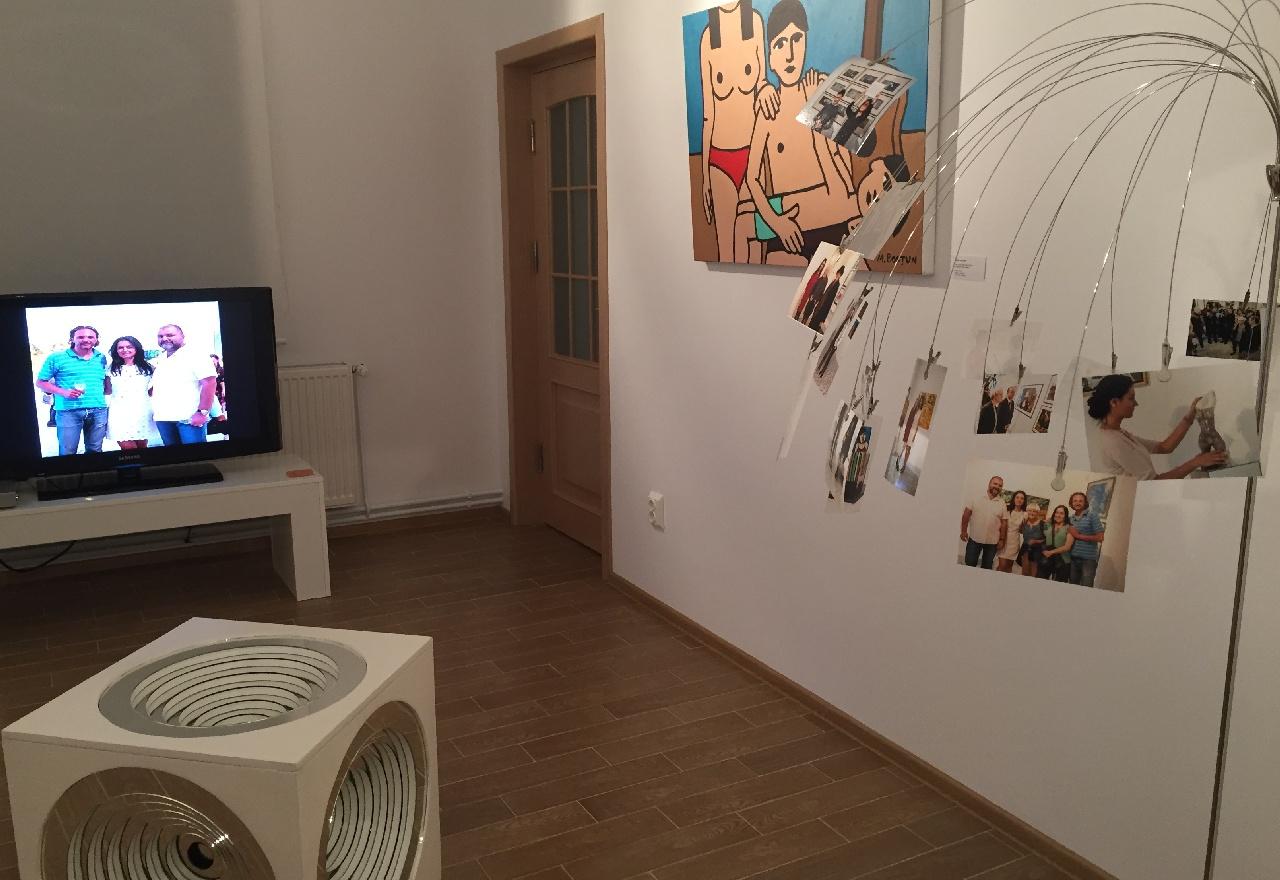 Una din salile galeriei de arta