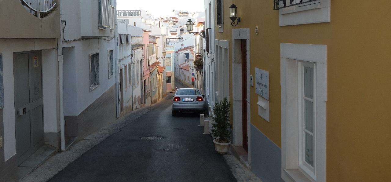Strada din fata hotelului