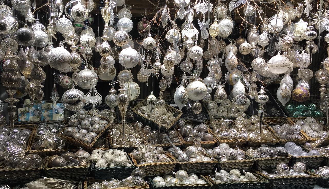 Globuletele - preferatele noastre din pietele de Craciun din oras