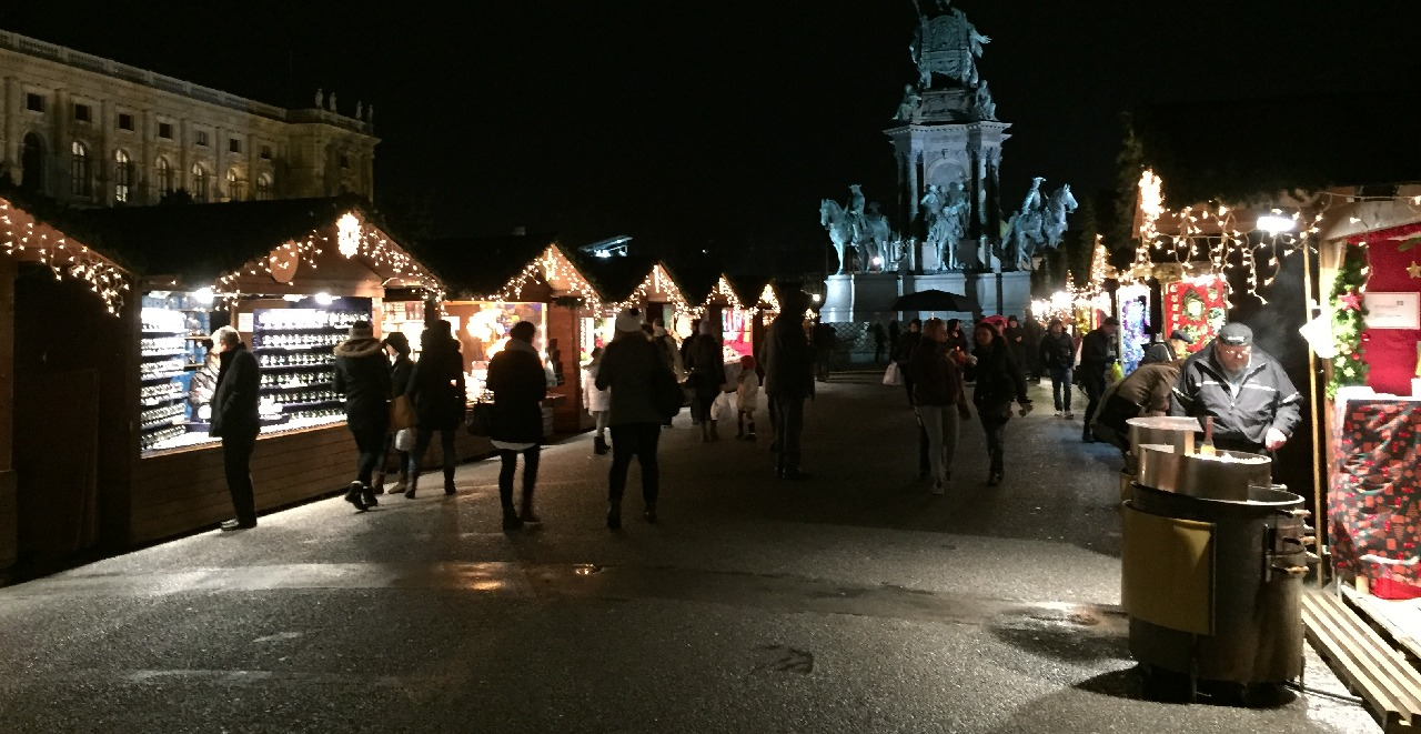 Maria Theresien Platz - Christmas Market