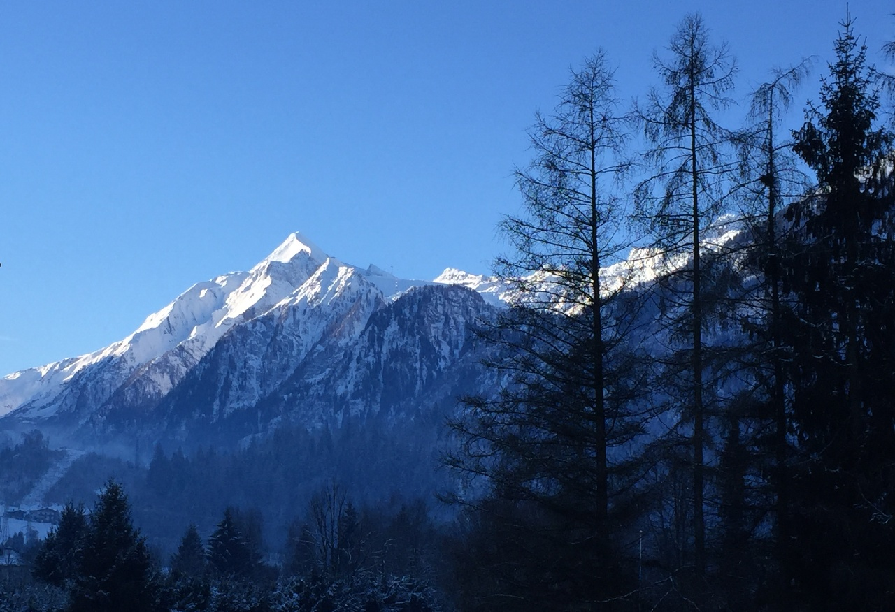 Kitzsteinhorn-ul (3203 m), vazut din Kaprun