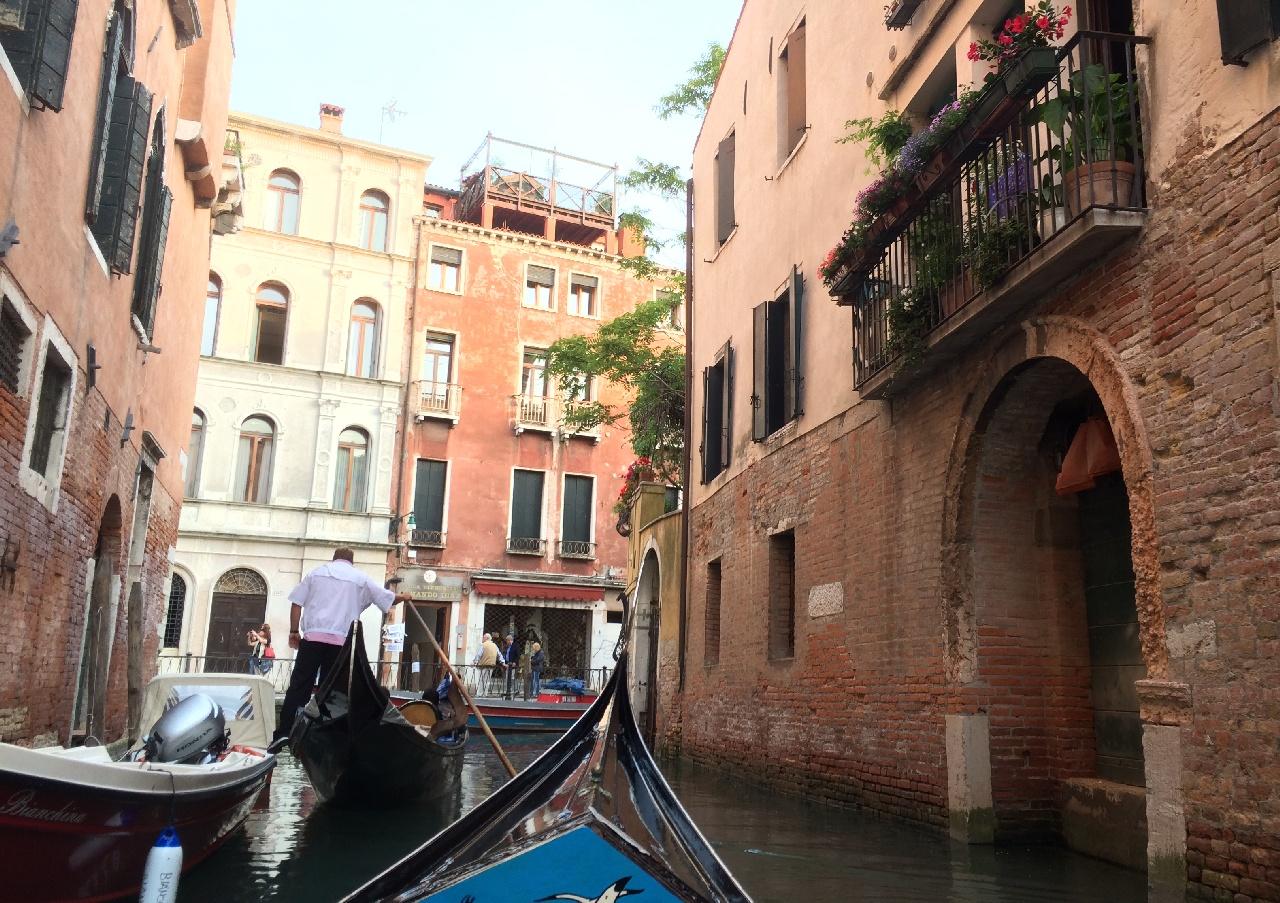 Cu gondola prin Venetia