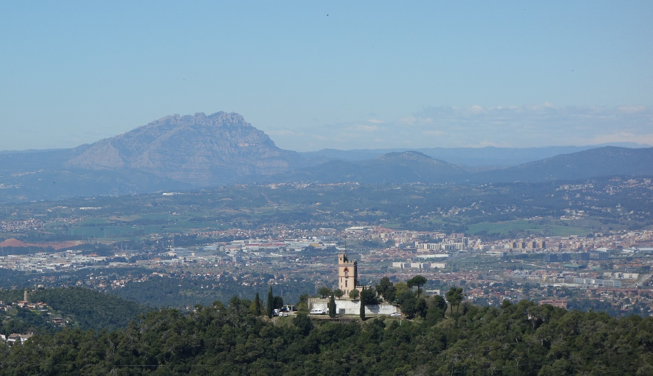 Montserratul vazut de pe Tibidabo