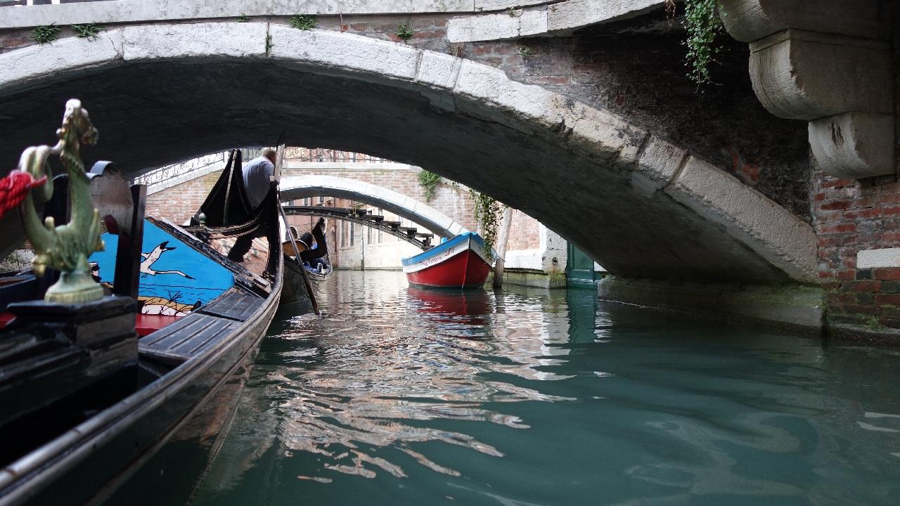 Pe sub podurile venetiene