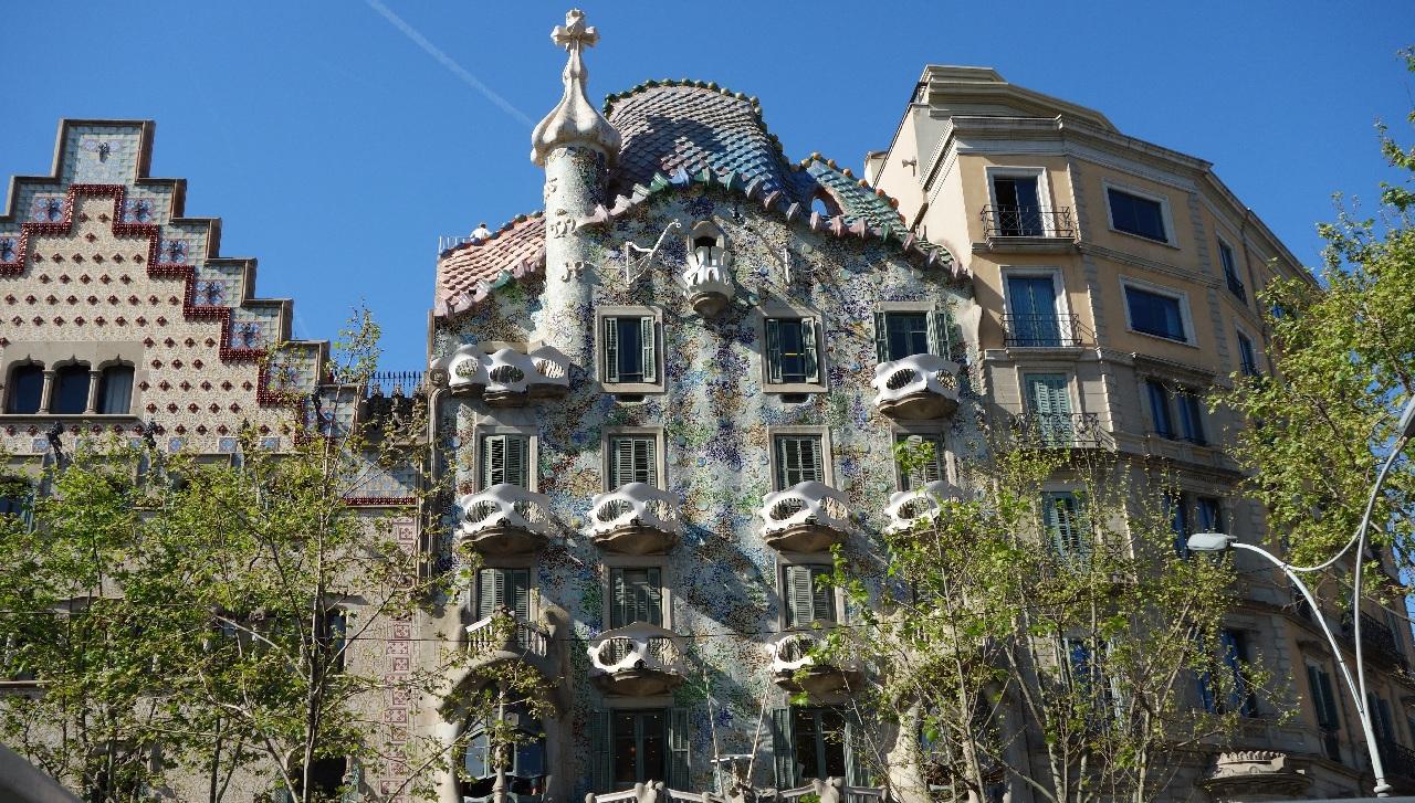 Casa Batllo vazuta din Bus-ul Turistic
