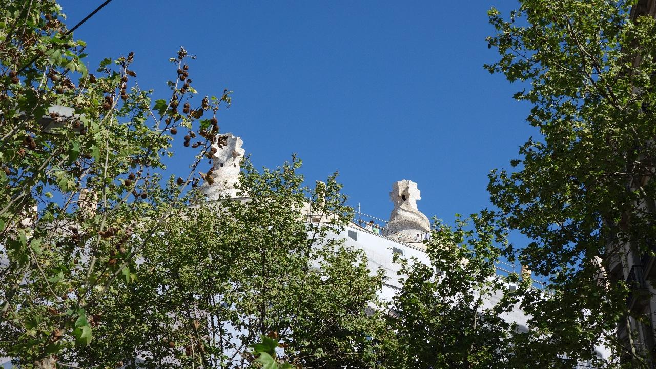 Turisti pe acoperisul Casei Mila