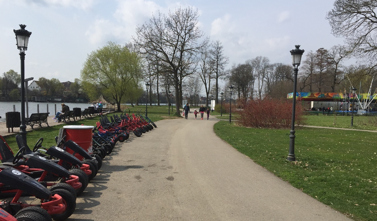 Loc inchiriere masinute/biciclete